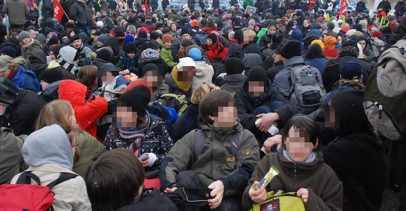 Sitzblockade gegen einen Aufmarsch in Dresden